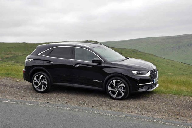While Unashamedly Bearing The Usual Suv Hallmarks From An Imposing Grille And Gaping Arches To Powerful Lines And An Upright But Elegant Rear