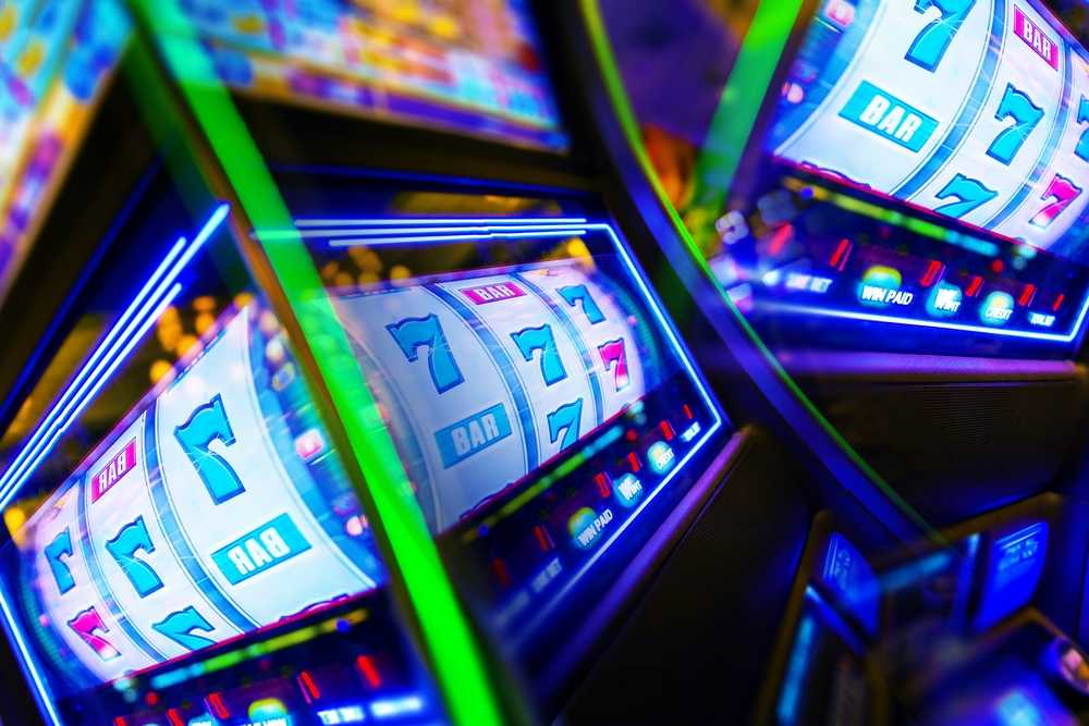 How do slot machines work in a casino?